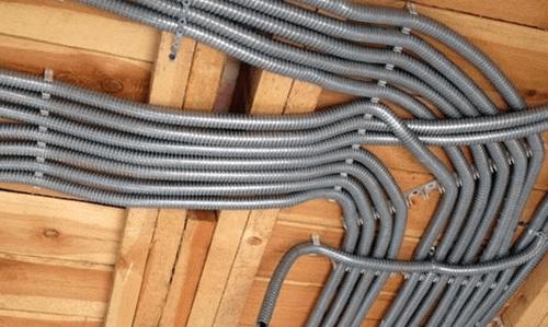 Монтаж электропроводки в подвале и на чердаке